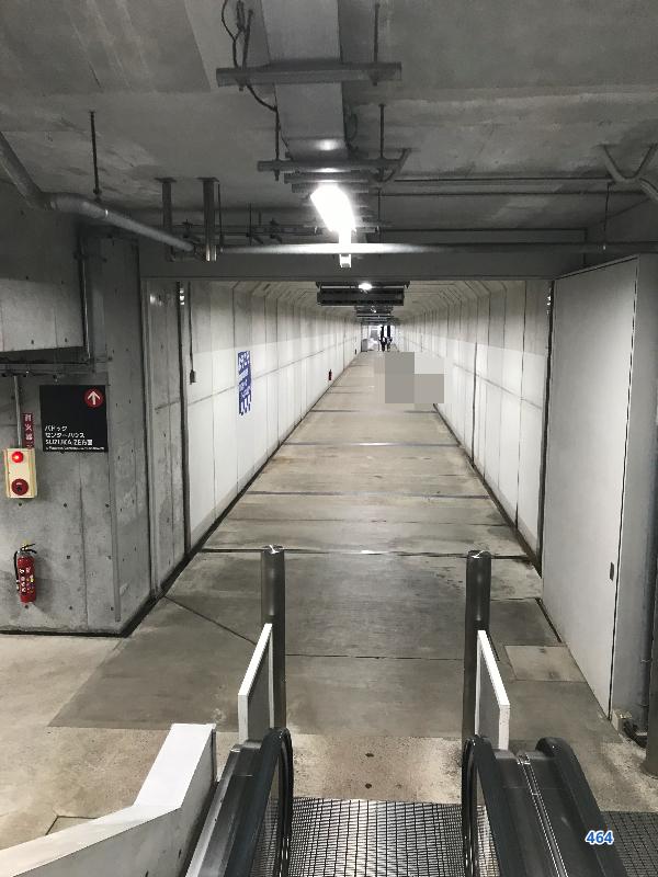 鈴鹿サーキットパドックトンネル入口エスカレーター